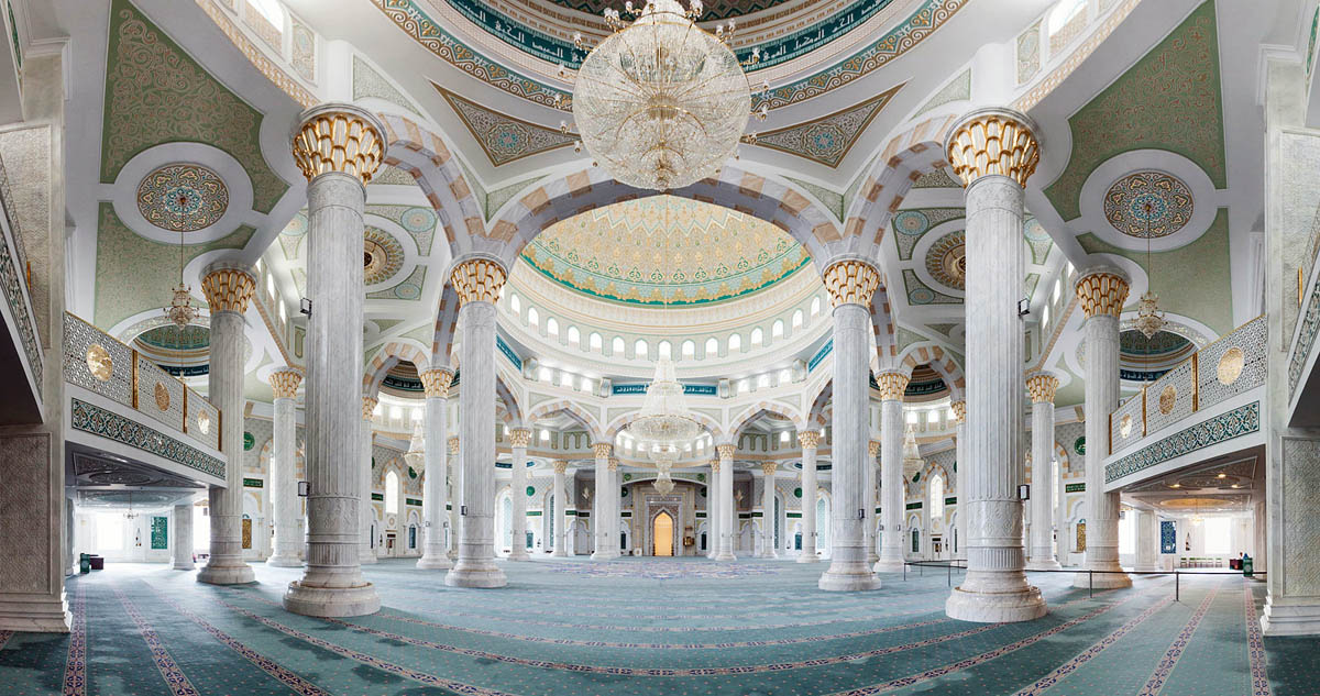 интерьер мечети Хазрет Султан в Астане