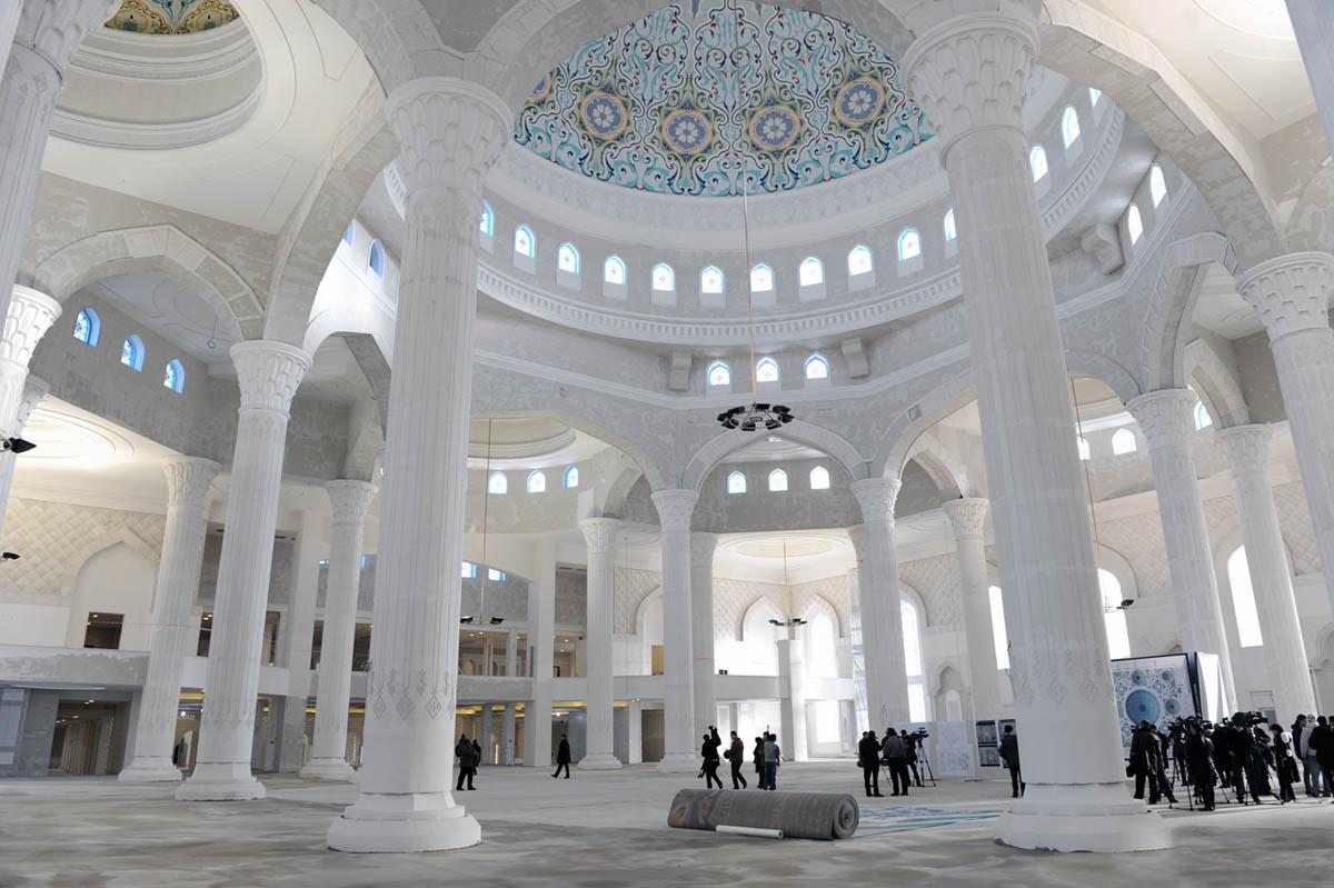 интерьер мечети Хазрет Султан