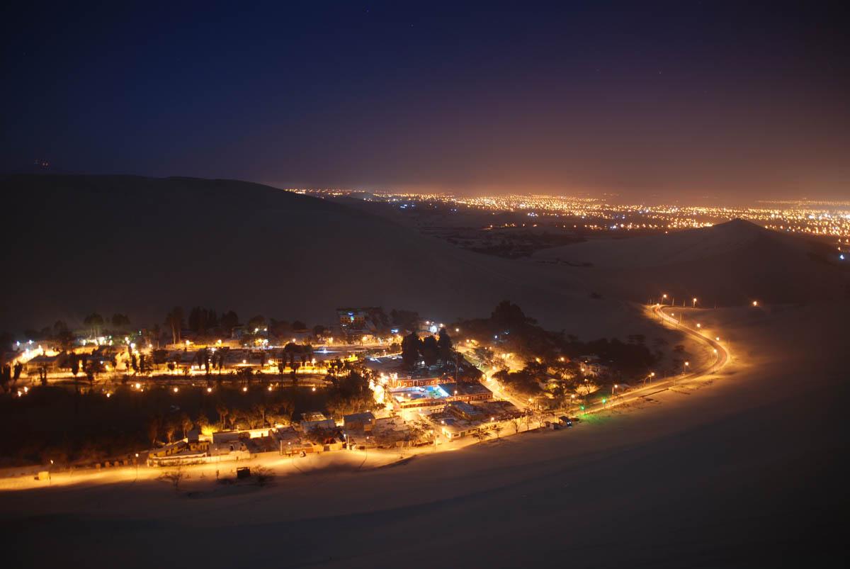 оазис Хуакачина ночью