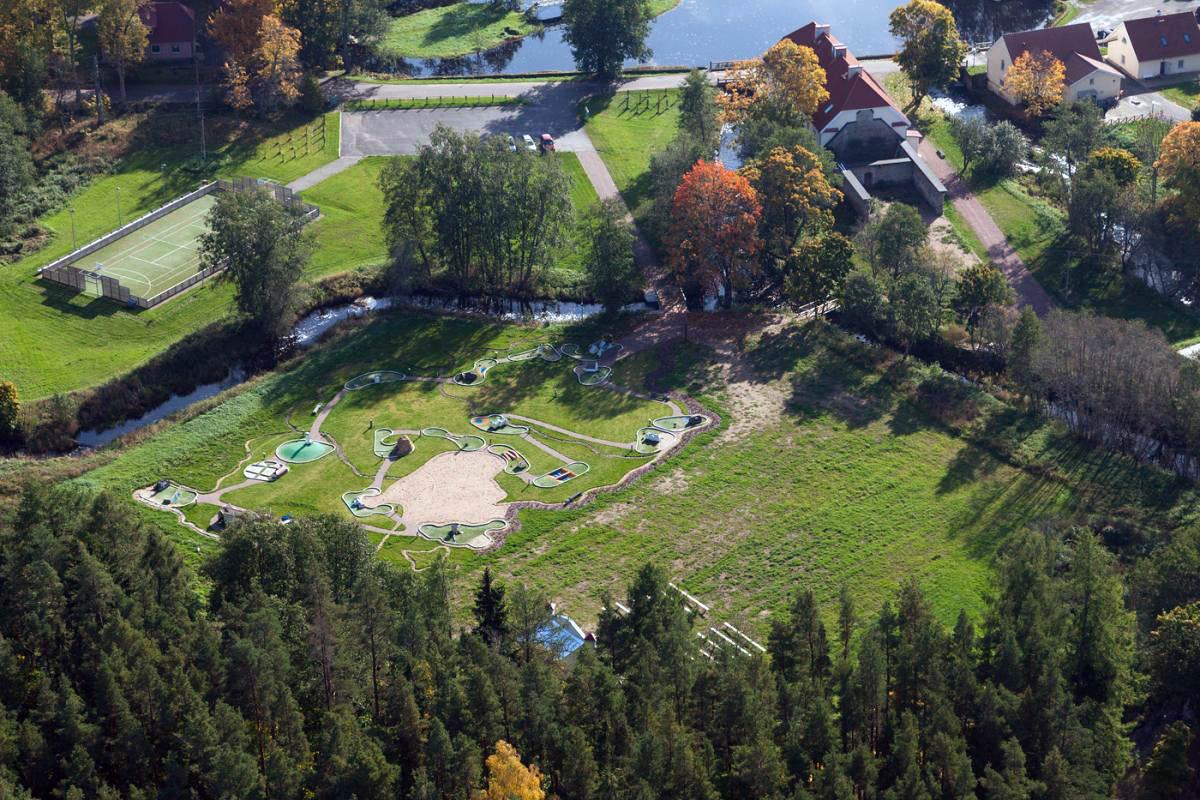 Лахемаа - крупнейший национальный парк в эстонии, и прогулка по дощатой тропинке через болото виру (viru raba)