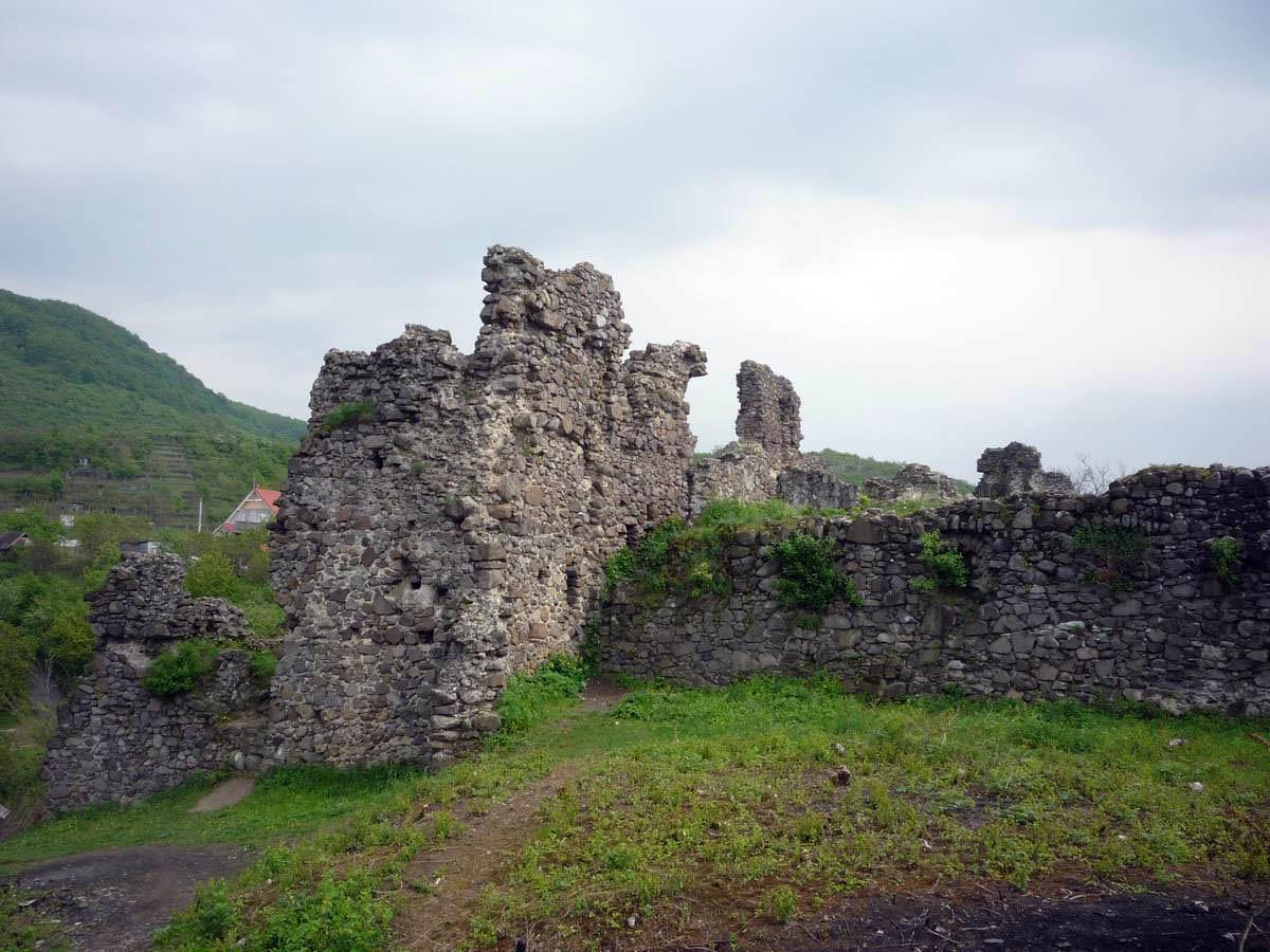 развалины замка Канков, Виноградов