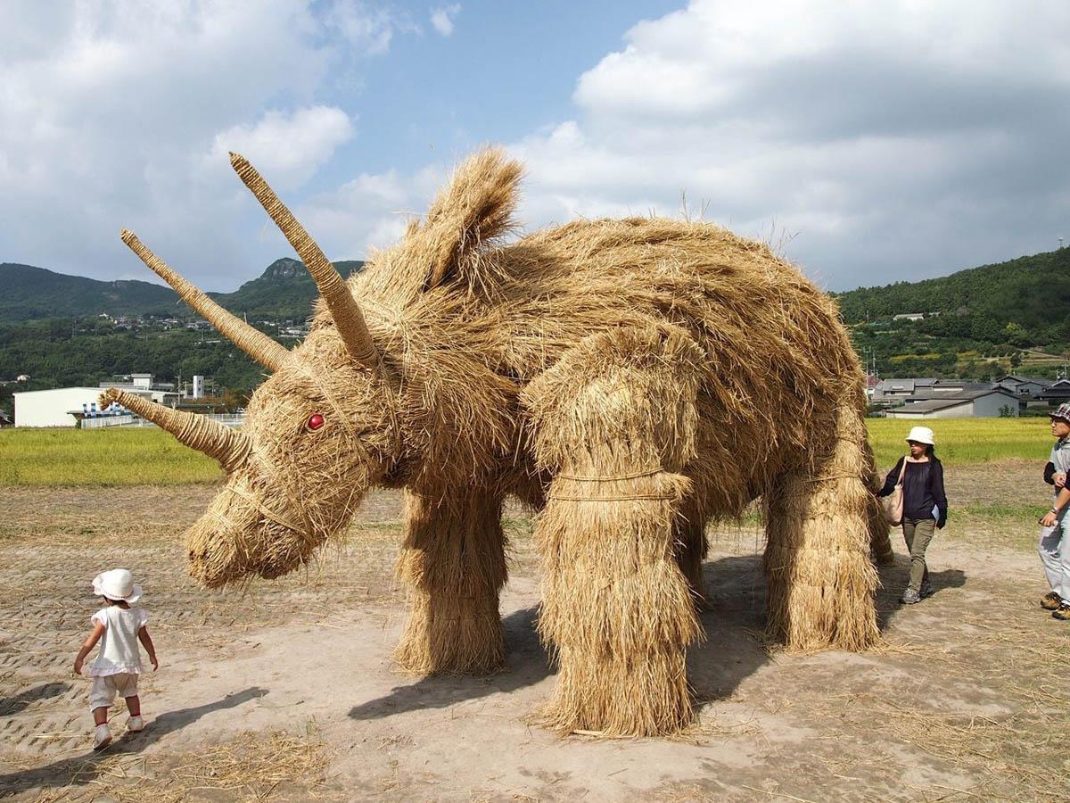 соломенные скульптуры в префектурах Японии