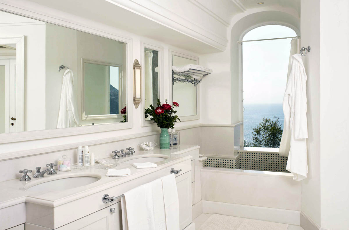 ванная в отеле ІІ San Pietro di Positano 5