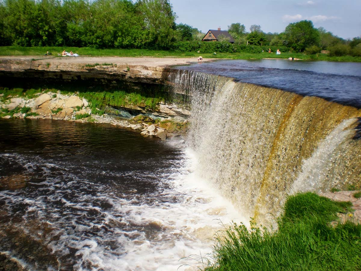 водопад в Национальном парке Лахемаа