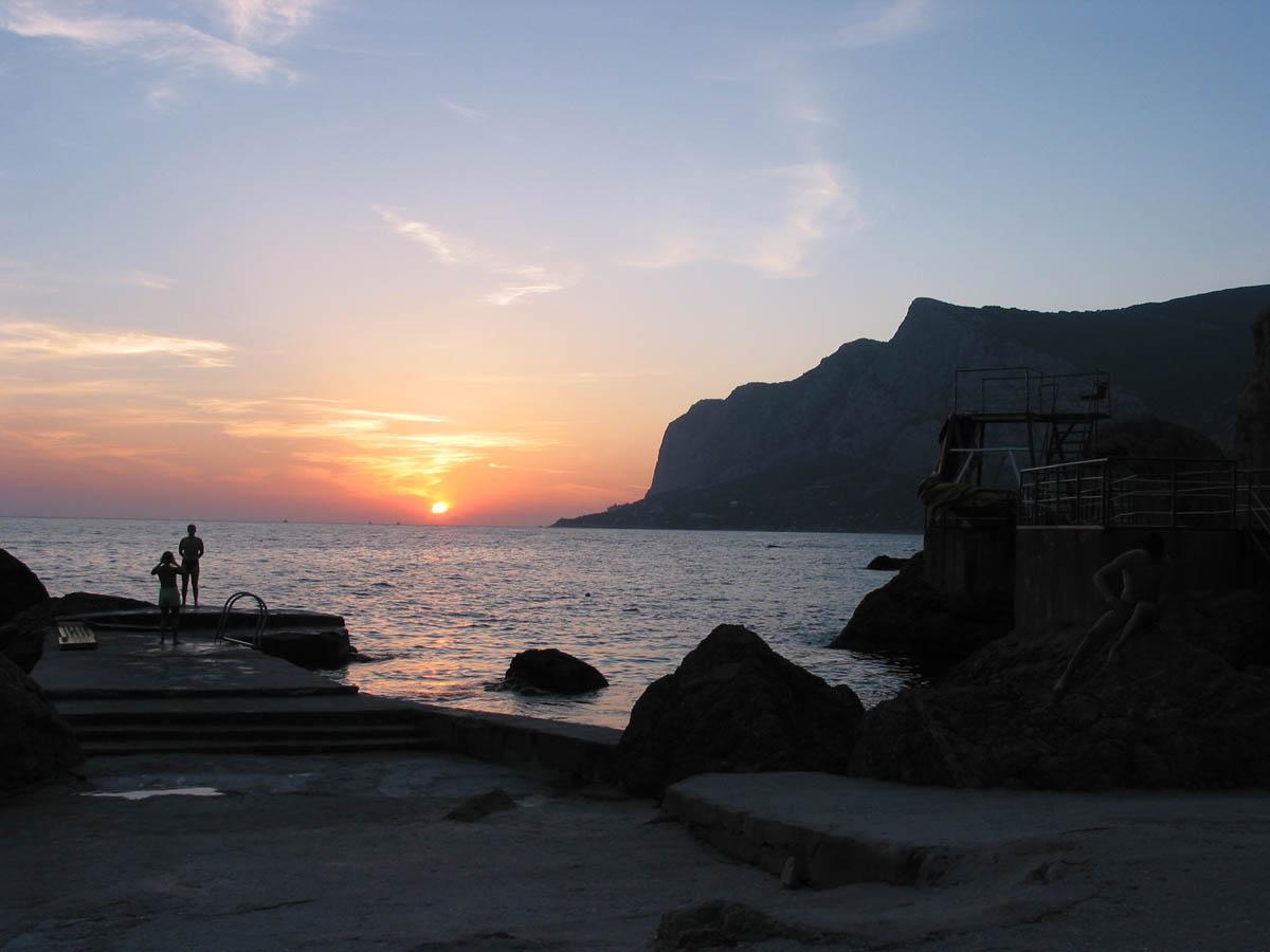 бухта Ласпи на закате