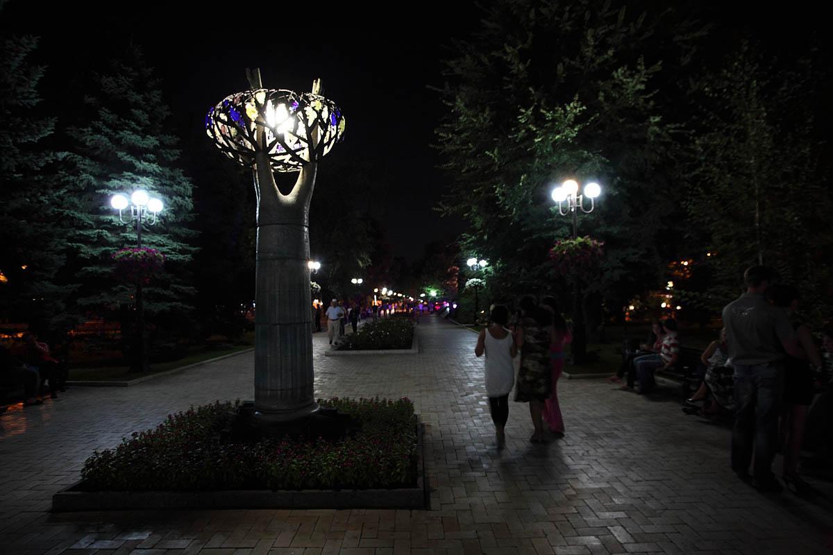 бульвар Пушкина ночью