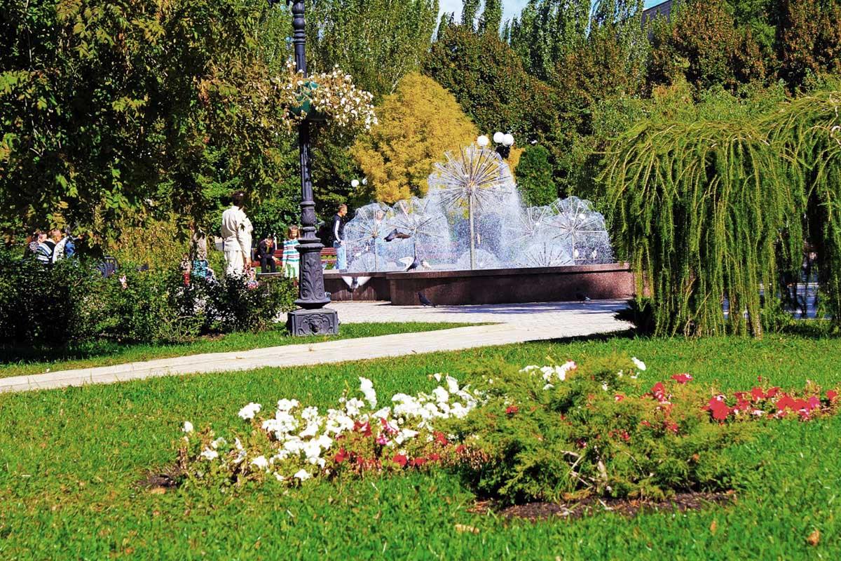фонтаны на бульваре Пушкина, Донецк, Украина