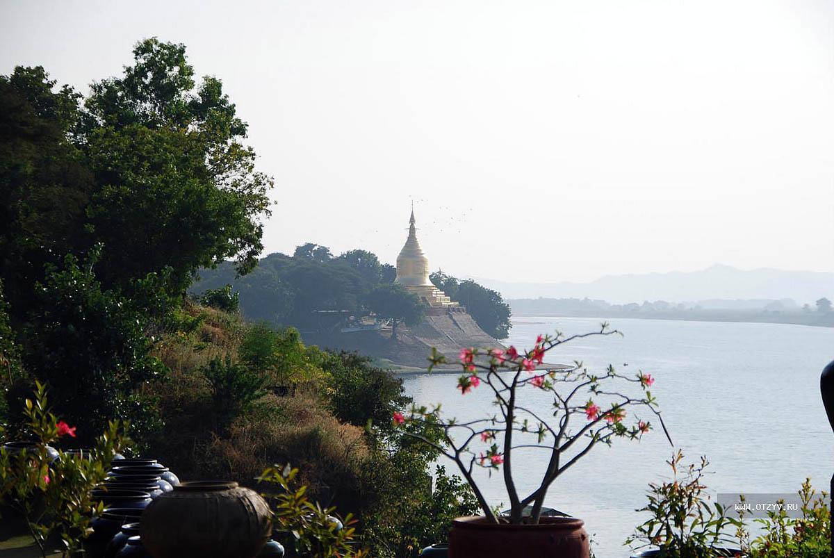 храм на берегу Иравади
