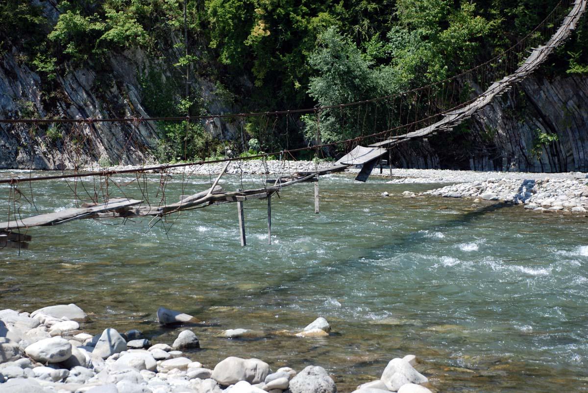 мостик через реку Шахе