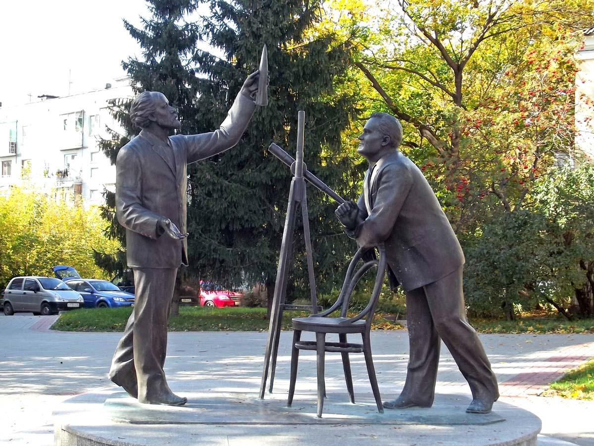 памятник Циолковский и Королёв, Калуга