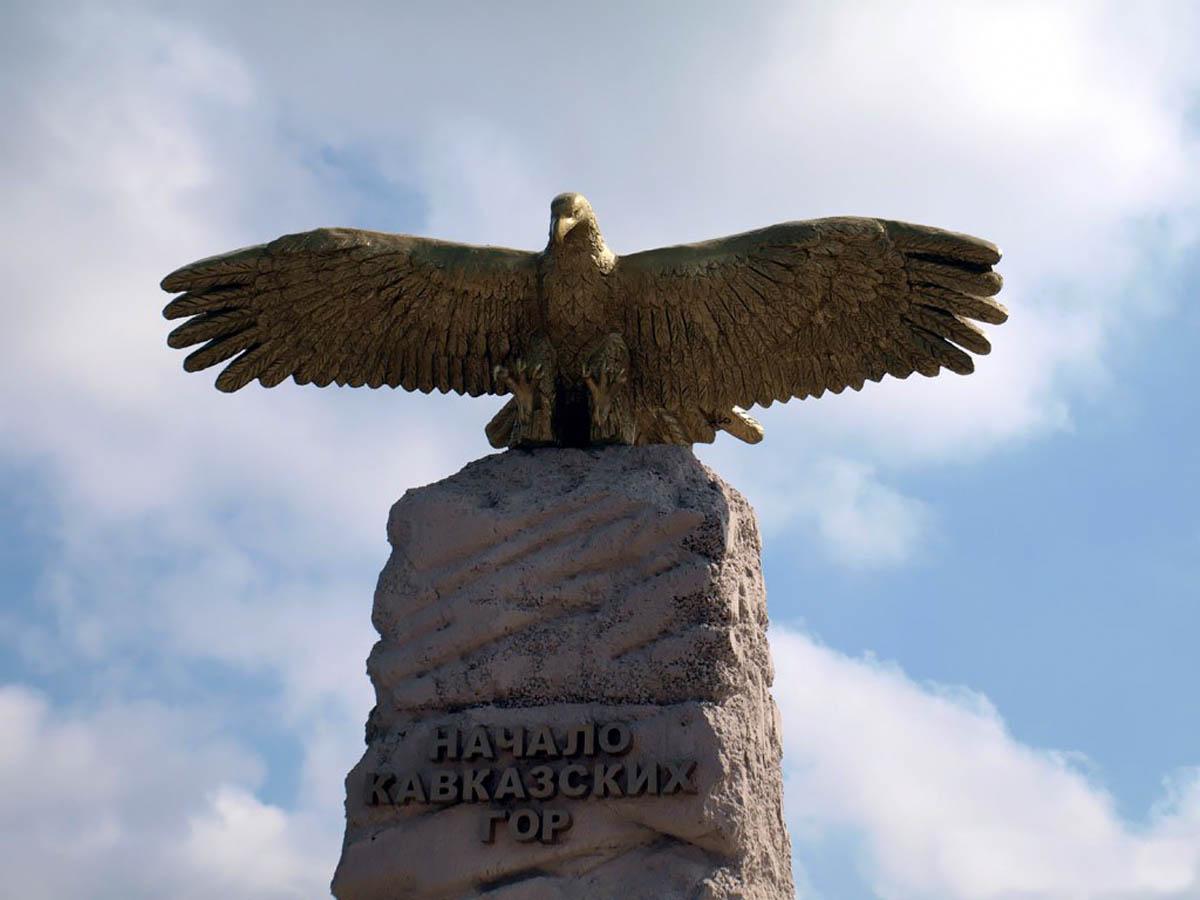 памятник Парящий орел в Анапе