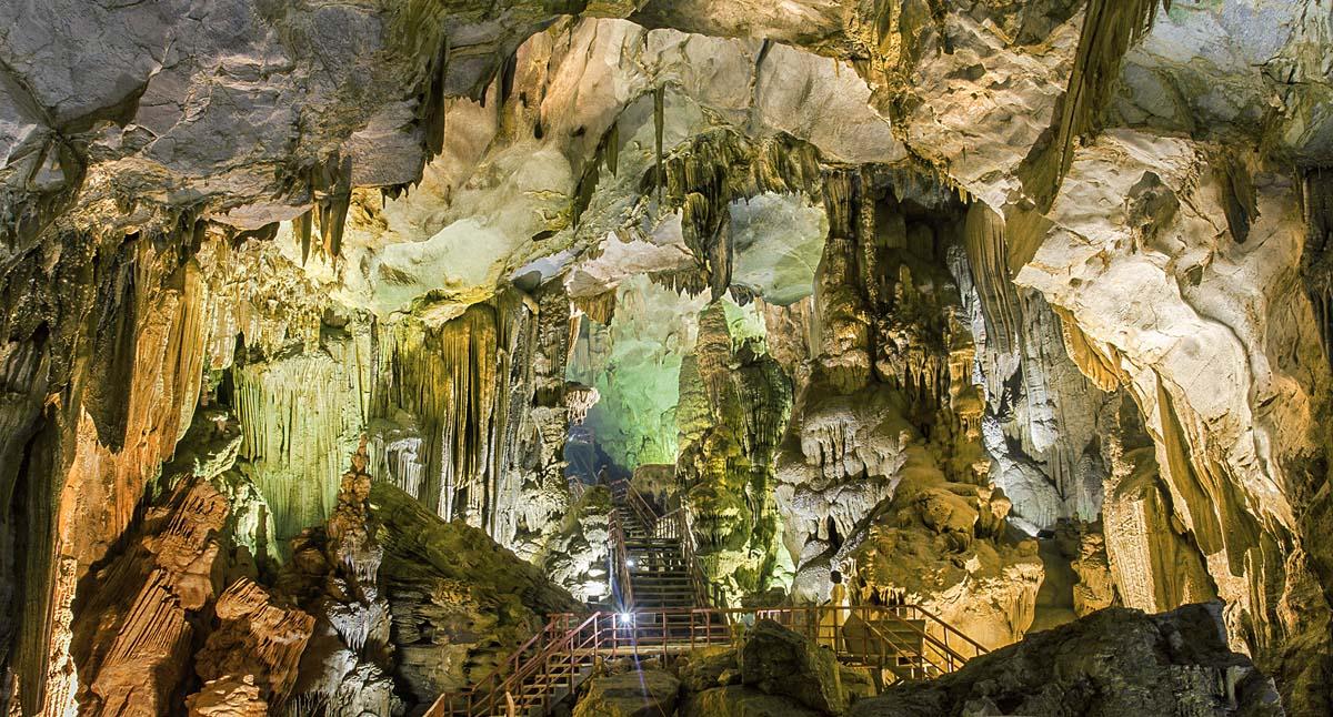 пещера Шон Доонг, нацпарк Фонгня-Кебанг, Вьетнам