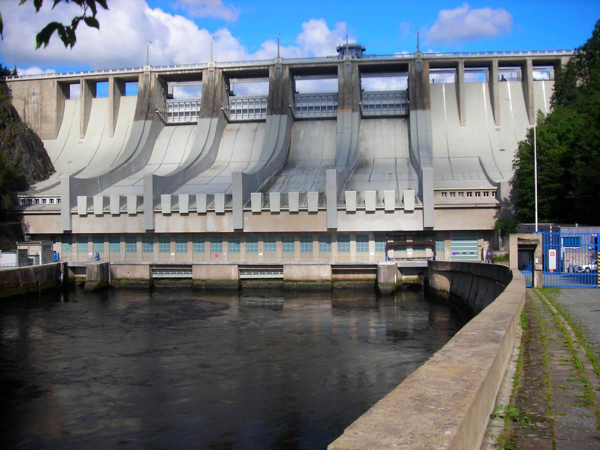 плотина на Слапском водохранилище, река Влтава, Прага