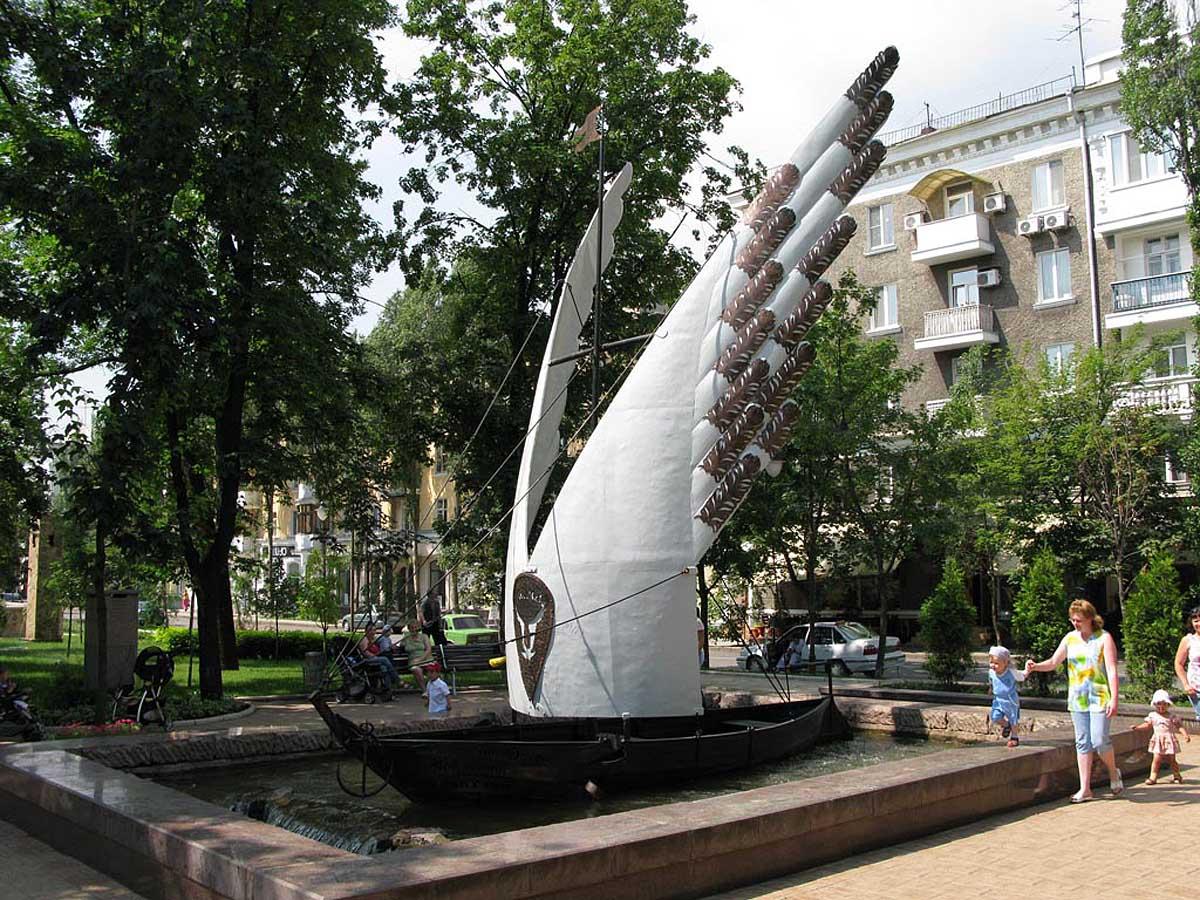 скульптуры бульвара Пушкина, Донецк, Украина