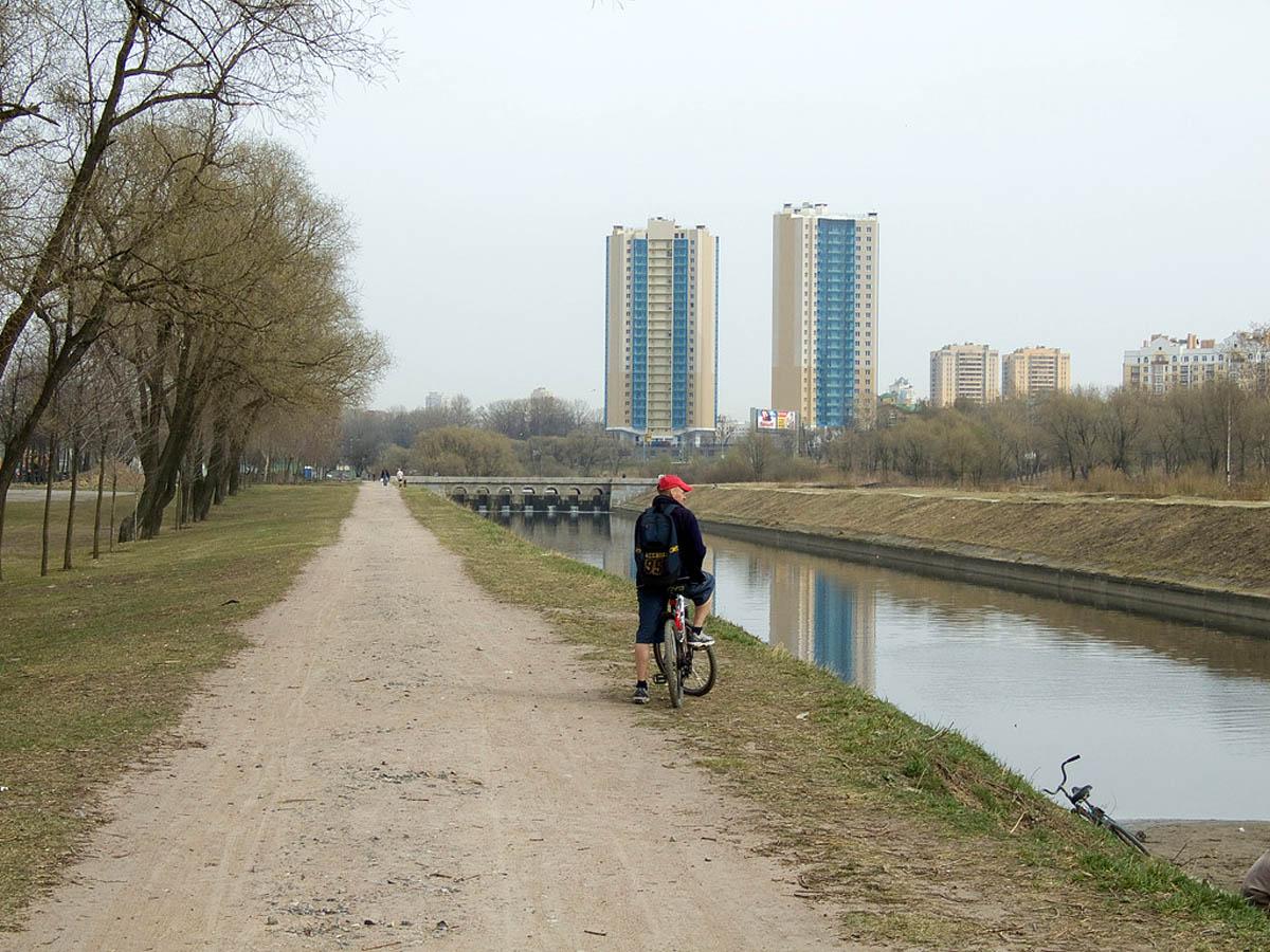 Полежаевский парк в Санкт-Петербурге