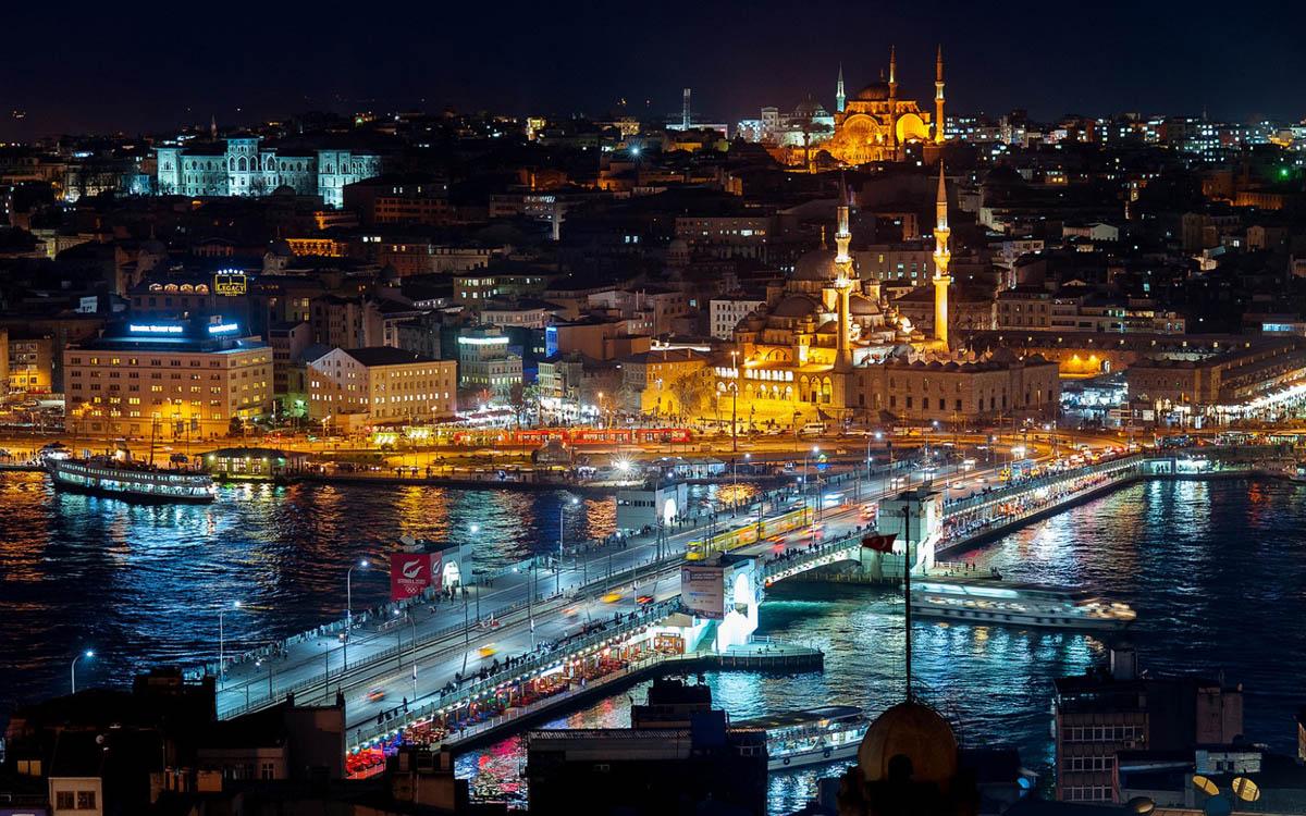 Турция ночью