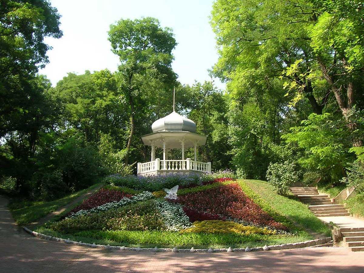 беседка в Курортном парке Ессентуков