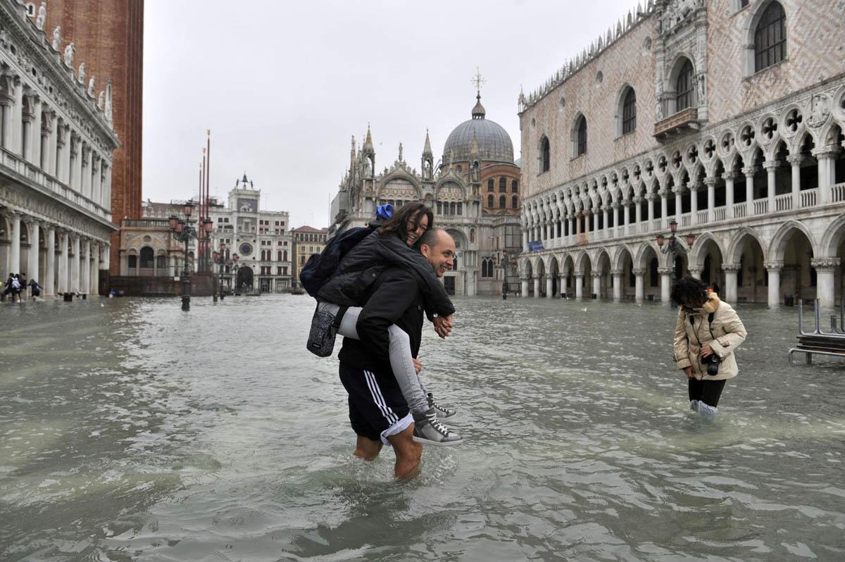 прилив в Венеции, Италия