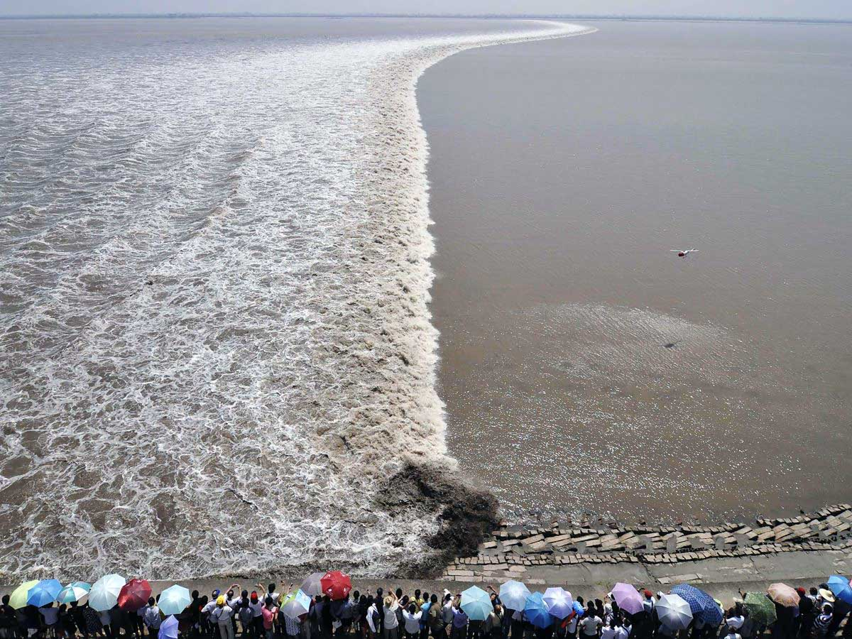 приливная волна на реке Цяньтан в Китае