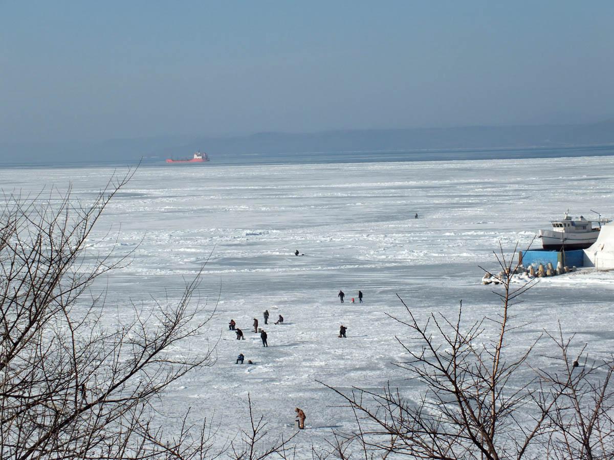 рыбаки на Амурском заливе, Владивосток