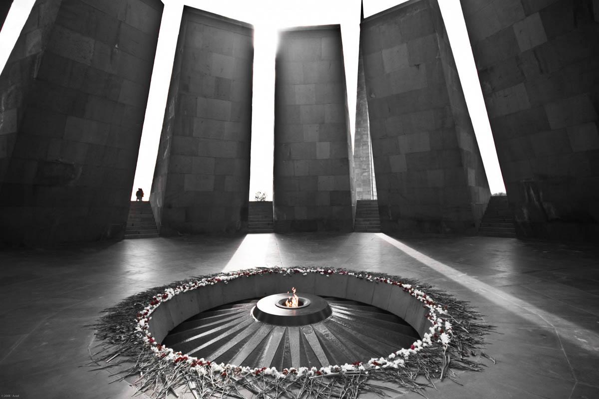 вечный огонь мемориала Цицернакаберд