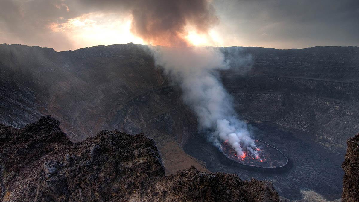 вулкан Ньирагонго в Конго