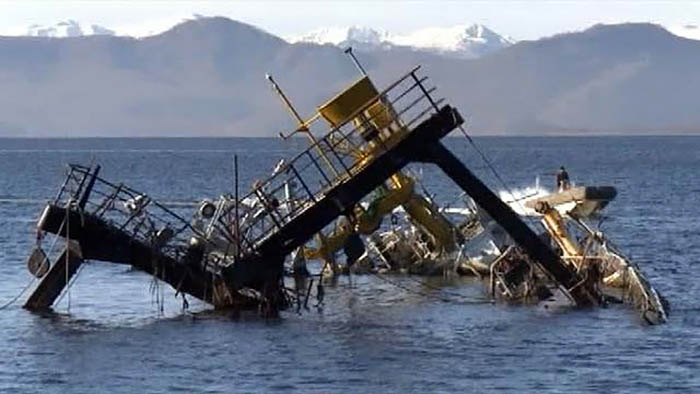 затонувшее судно в Авачинской бухте