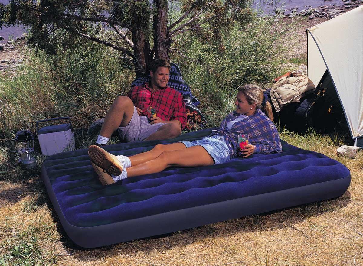 Телка на синем надувном кресле 23 фотография