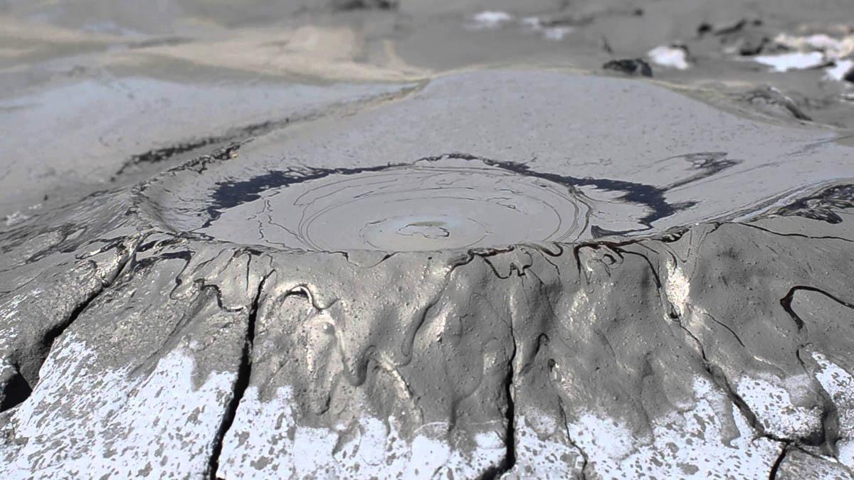 Грязевые вулканы Таманского полуострова: полезный отдых для всей семьи на берегу Азовского моря