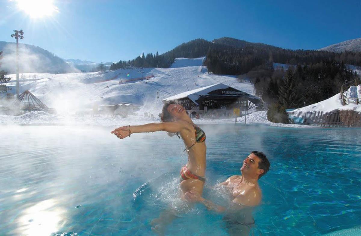 Бассейн с водой из термальных источников