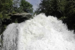 поток водопада Корбу