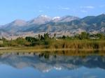 озеро Иссык-Куль и горный хребет Кунгей Алатау