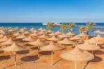 безлюдный египетский пляж зимой