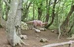скульптура динозавра в заповеднике Сатаплиа