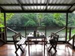 кафе на реке Тембуронг