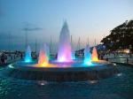 фонтан на вечерней набережной Ялты