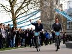 мэр Лондона и Арнольд Шварценеггер на велосипедах