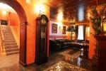 интерьер на входе в отель Romani