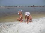 соль на пляже озера в Соль-Илецке