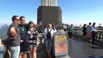 туристы на горе Корковаду
