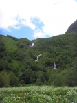 вид на Чучхурский водопад из ущелья