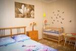 двухместный номер с детской кроваткой в гостинице Рощинская