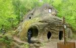 пещерный монастырь в селе Розгирче