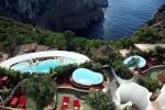 вид с высоты на бассейн отеля Hacienda Na Xamena