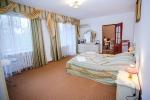 спальня в номере люкс санатория Днепр-Бескид