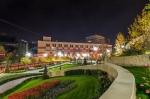 парк Гейдара Алиева в Киеве вечером