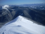 вид на восток из Довбушанки (слева - гора Синяк, справа - массив Черногоры)