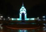фонтан Зеркальная струя ночью