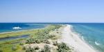 Остров Джарылгач в Крыму – место уединения на пляже с палатками